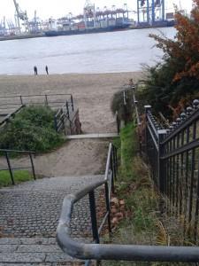 HH 50 20151121_125420 Treppe zum Elbstrand