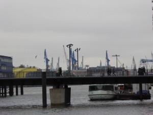 HH 74 P1050321 Hafen Kräne