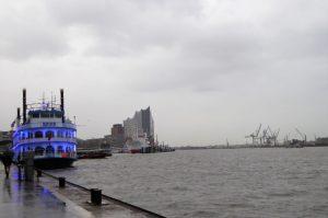 Hamburg Hafen März Blaues Schiff