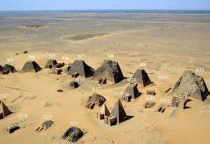 Sudan_Meroe_Pyramids_2001_numbered