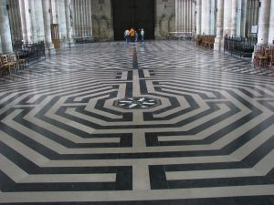 Labyrinth Wikipedia 1280px-AmienCathedralLabyrinth